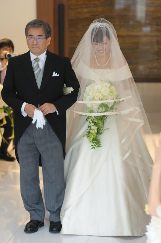 花嫁とウェディングブーケ